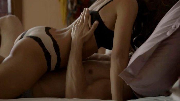 Megan Montaner escenas sexuales Sin identidad
