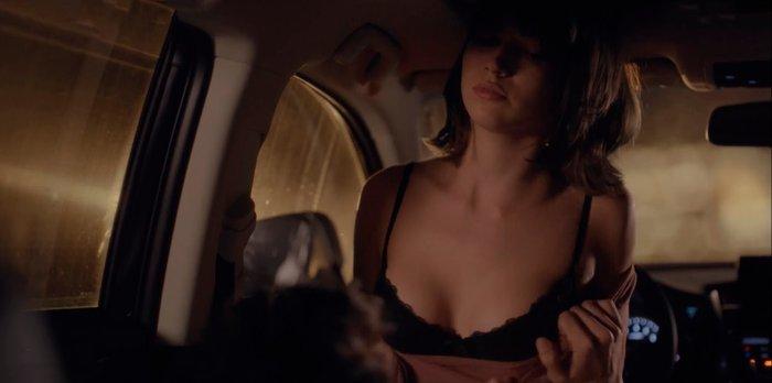 Megan Montaner follando coche