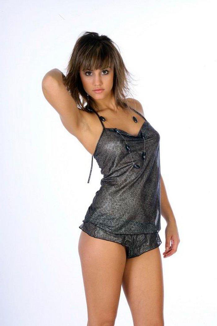 Megan Montaner fotos modelo erótica lencería 5