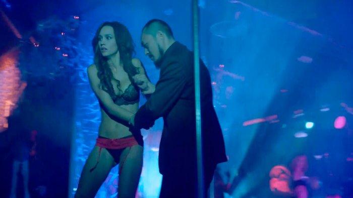 Megan Montaner semidesnuda Sin Identidad escena prostitutas