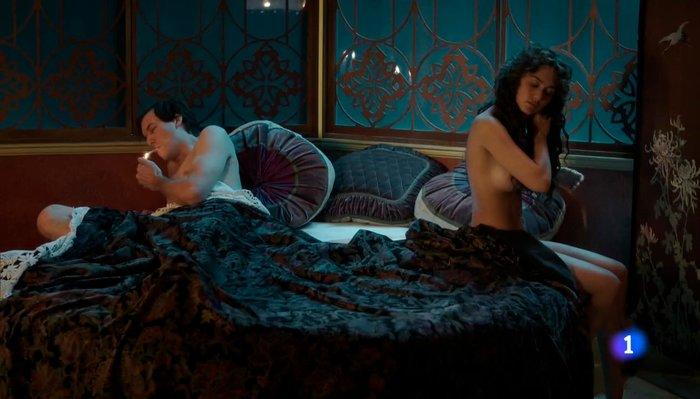 Megan Montaner sexo escena cama