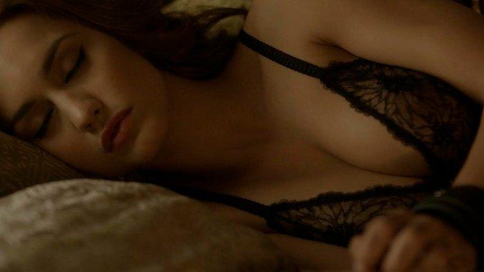 Megan Montaner sujetador pezones Sin Identidad