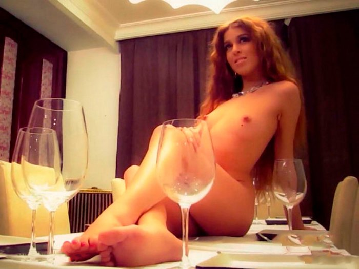 Oriana Marzoli desnuda revista Interviu 13