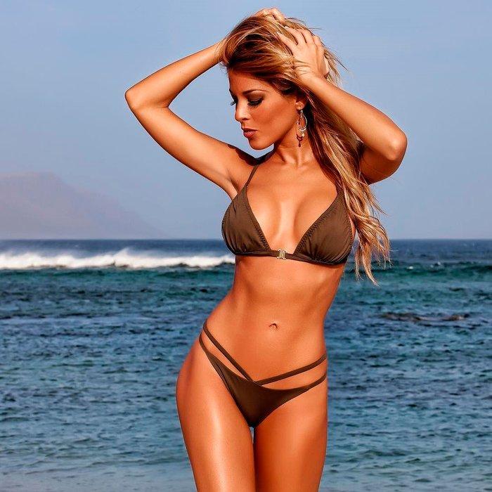 Oriana Marzoli fotos calientes bikini playa 2