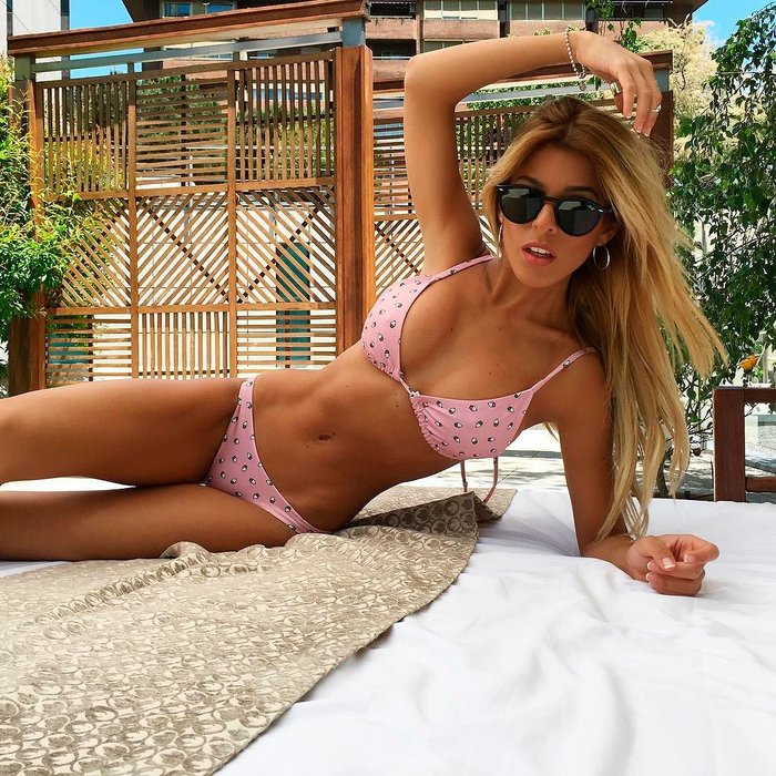 Oriana Marzoli fotos calientes bikini playa 3