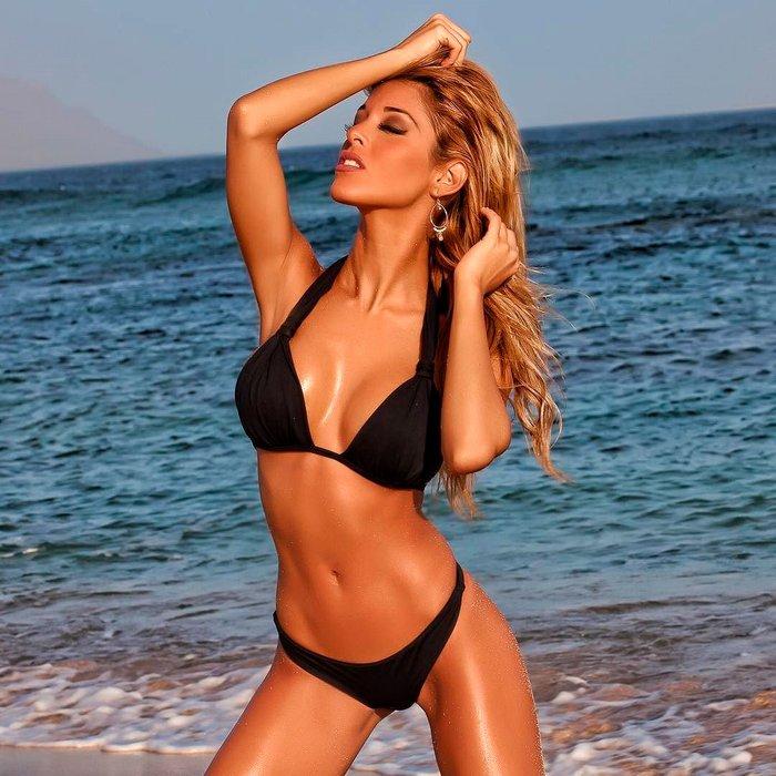 Oriana Marzoli fotos calientes bikini playa