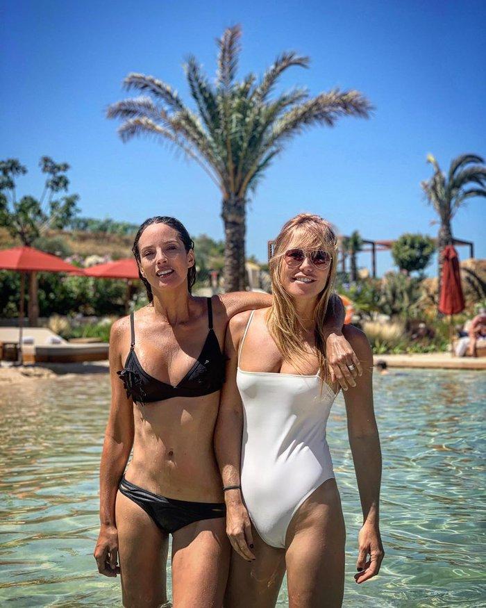 Raquel Meroño sexy madre bañador piscina hija