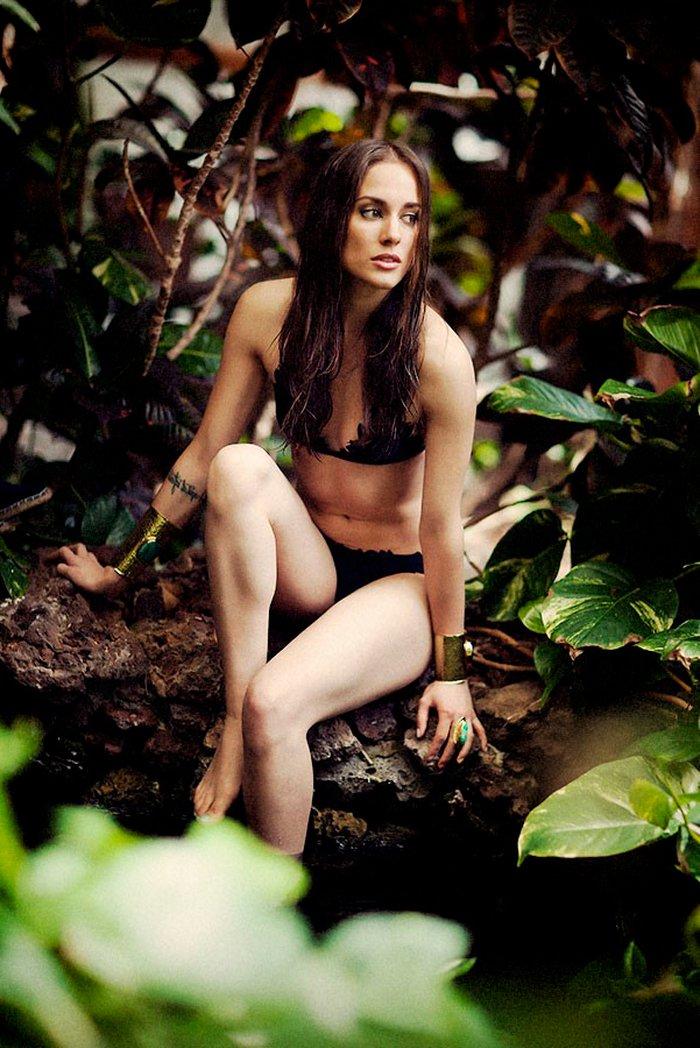 Silvia Alonso enseña cuerpo bikini hot