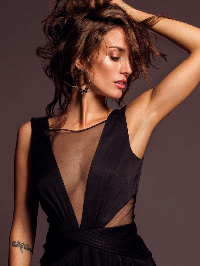 Silvia Alonso escotazo vestido sexy