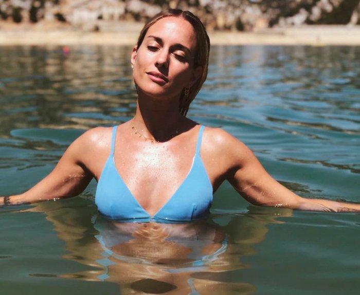 Silvia Alonso parte superior bikini azul