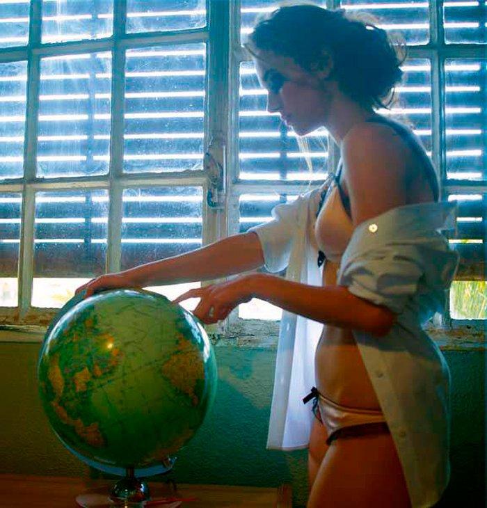 Silvia Alonso posado lencería íntima sujetador bragas