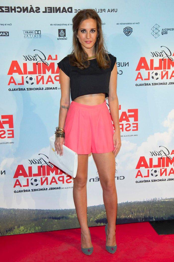 Silvia Alonso vestido sexy piernas largas