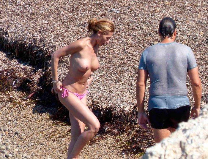 Mónica Pont Pillada Topless Playa Ibiza 7