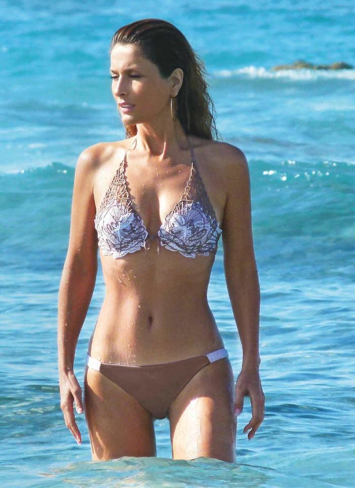 Paloma Cuevas Semidesnuda Bikini Playa