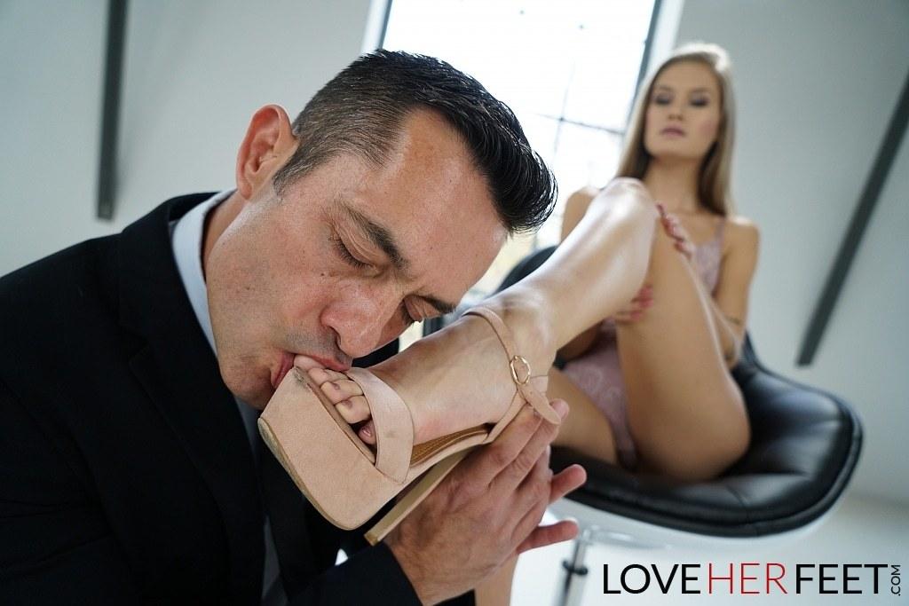 Tiffany Tatum Pies Love Her Feet 03