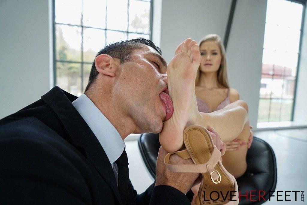Tiffany Tatum Pies Love Her Feet 04