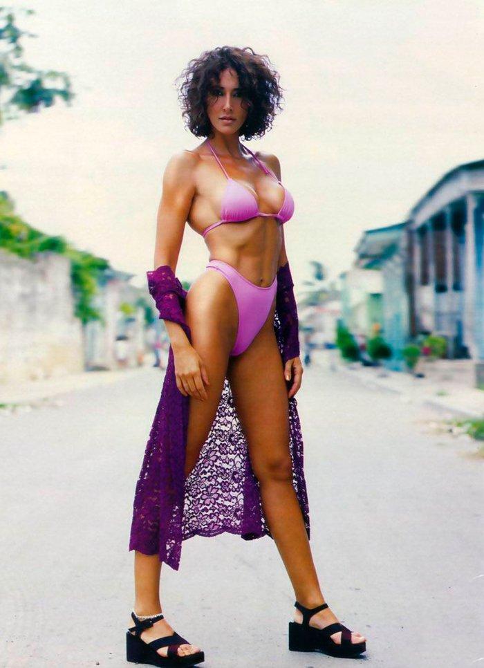 Elsa Anka Bikini Morado Cuerpazo Sexy 2