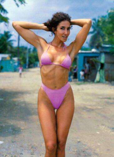 Elsa Anka Bikini Morado Cuerpazo Sexy 3