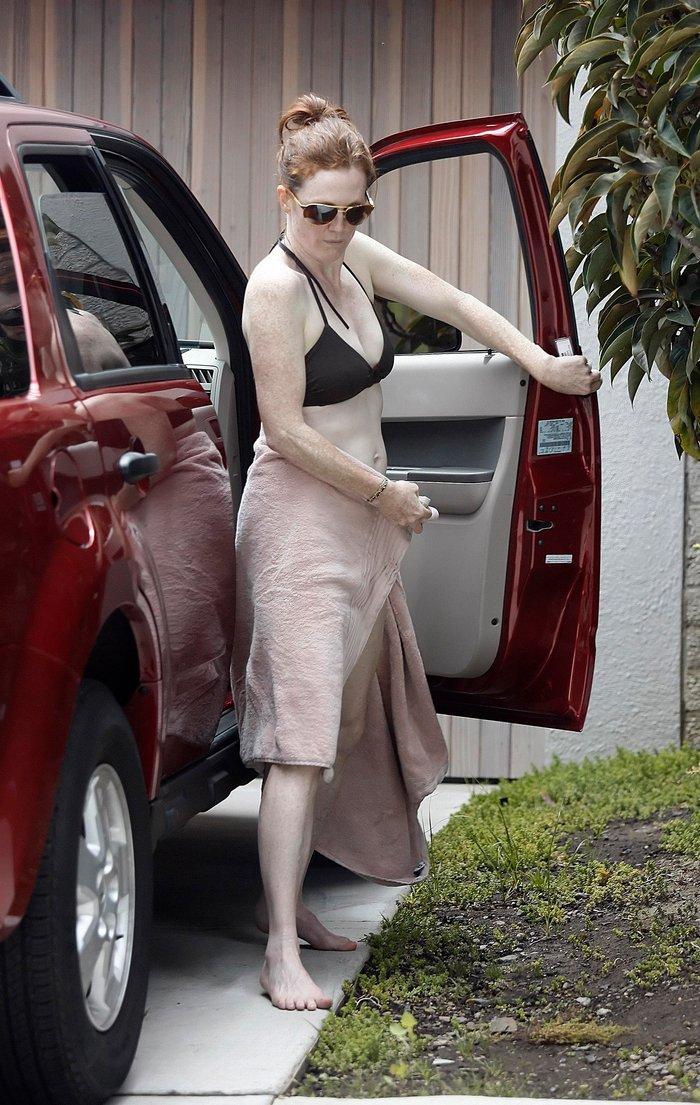 Julianne Moore Pillada Bikini Piel Lechosa 3