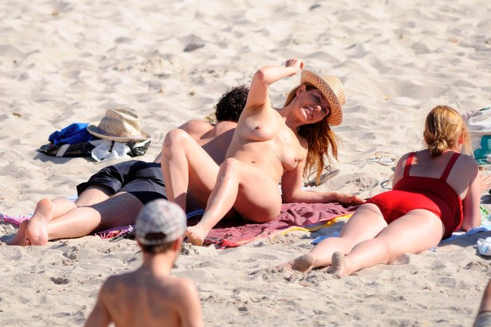 María Adánez Pillada Playa Desnuda Marido David Murphy 7