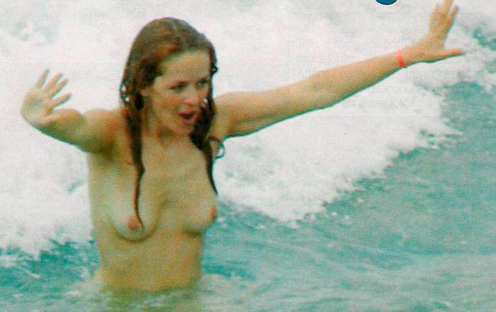 María Adánez Pillada Topless Playa 6