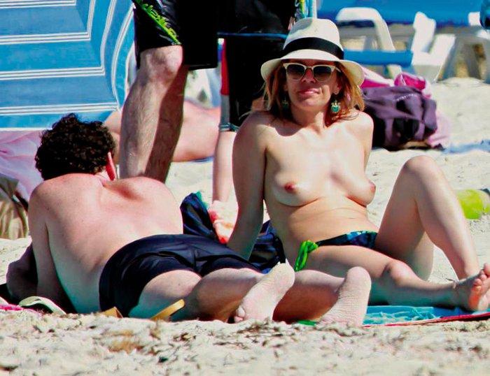 María Adánez Topless Interviu Playa Menorca 4