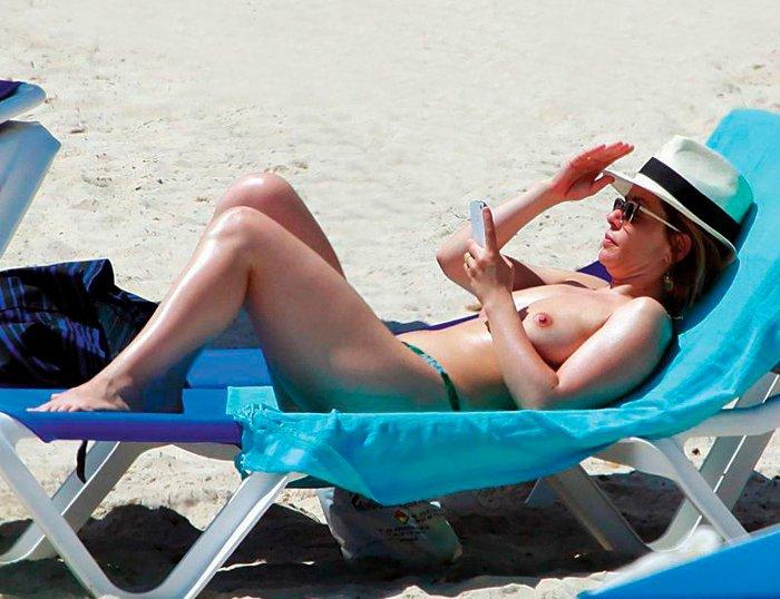 María Adánez Topless Interviu Playa Menorca 5