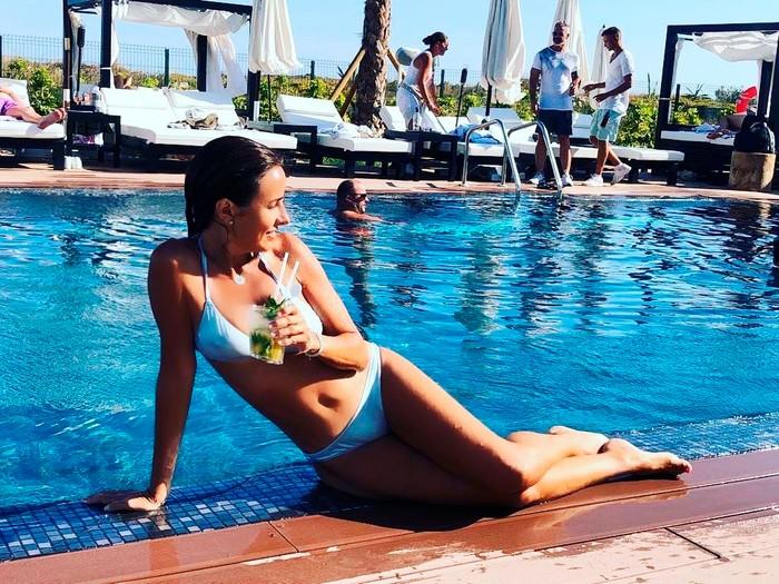 Carmen Alcayde Foto Sexy Bikini Piscina