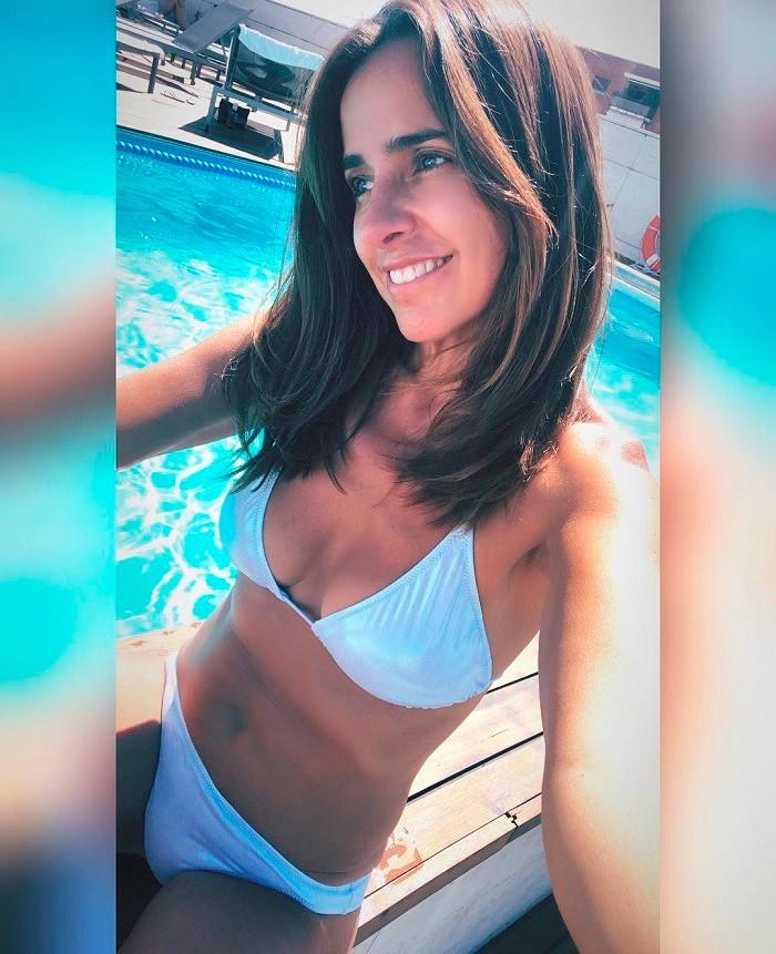 Carmen Alcayde Selfi Instagram Bikini