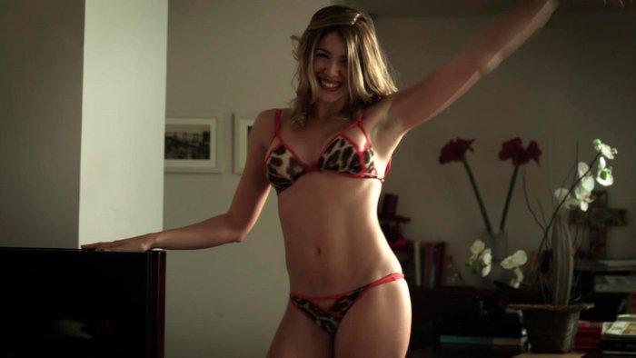 Daniela Costa Desnuda Striptease Ropa Interior 4