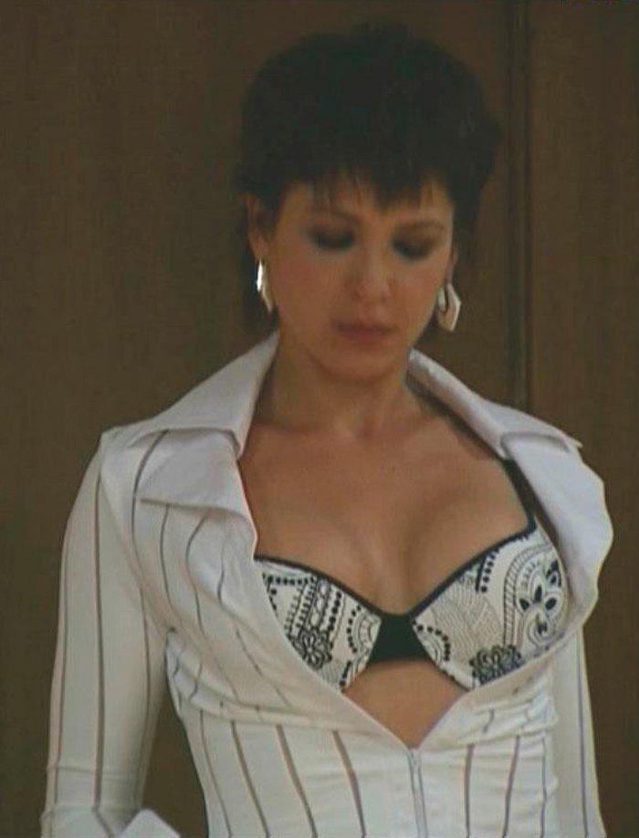 Daniela Costa Sujetador Sexy 2