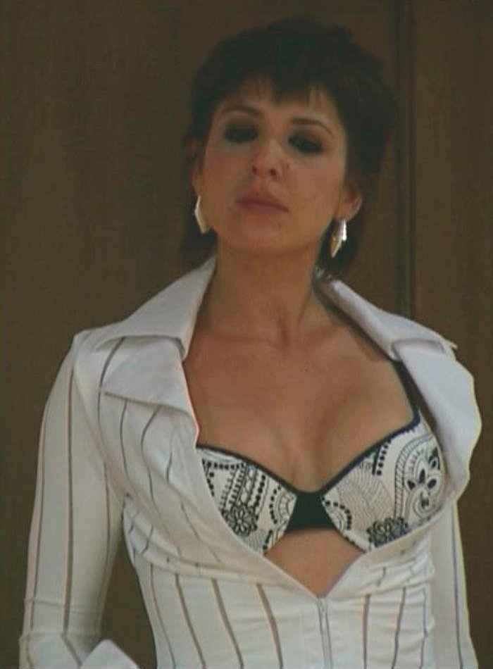 Daniela Costa Sujetador Sexy 3