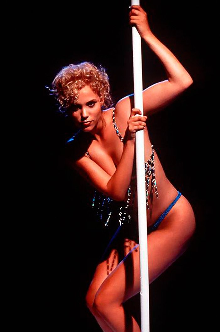 Elizabeth Berkley Stripper Bailarina Erótica Pole Dance 2