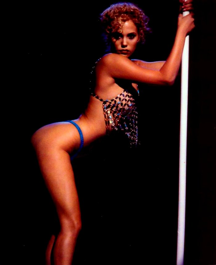 Elizabeth Berkley Stripper Bailarina Erótica Pole Dance