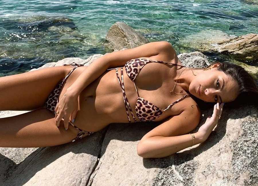 Melyssa Pinto Posado Sexy Bikini 3