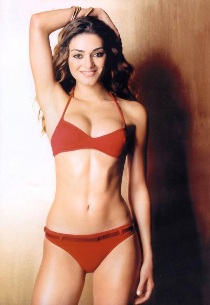 Olivia Molina Posado Bikini Revista