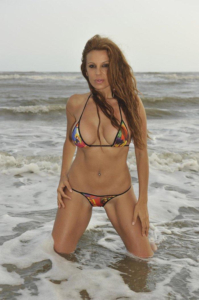 Sonia Monroy Bikini Concursante Reality Supervivientes 3