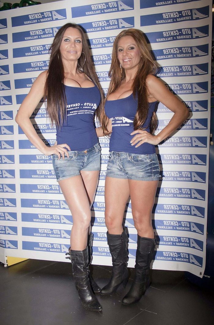 Sonia Monroy Modelo Posado Feria Automoción 3