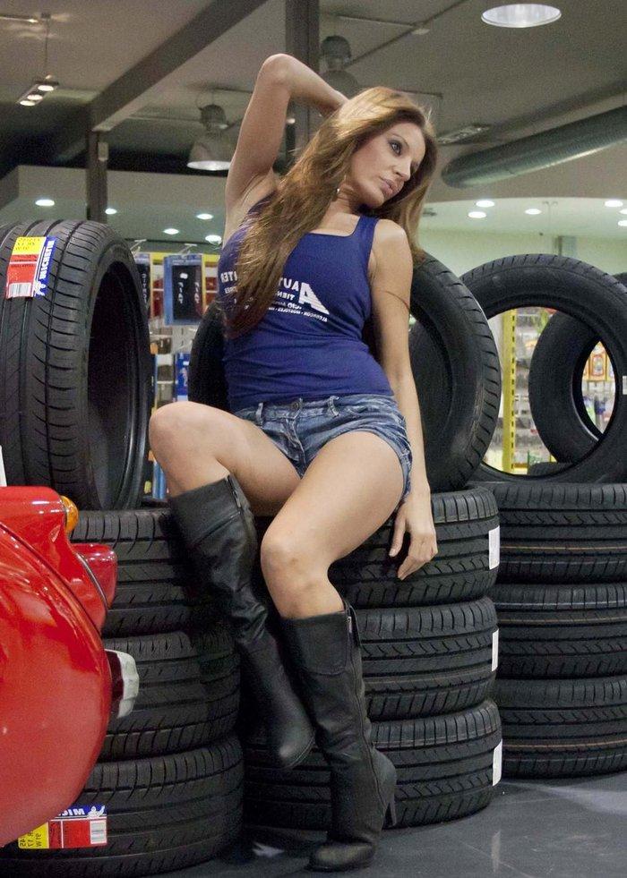 Sonia Monroy Modelo Posado Feria Automoción