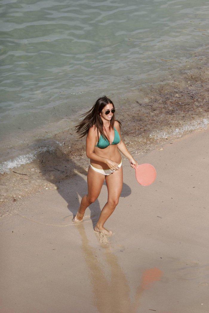 Elena Furiase Fotos Semidesnuda Bañador Playa 2