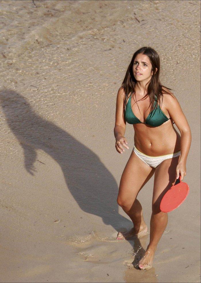 Elena Furiase Fotos Semidesnuda Bañador Playa 6