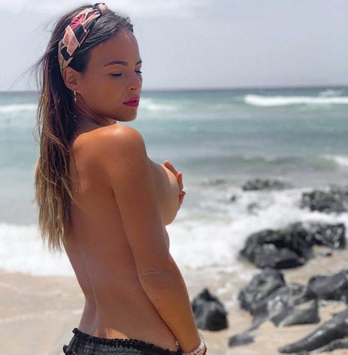 Marta Peñate Topless Tetas Playa