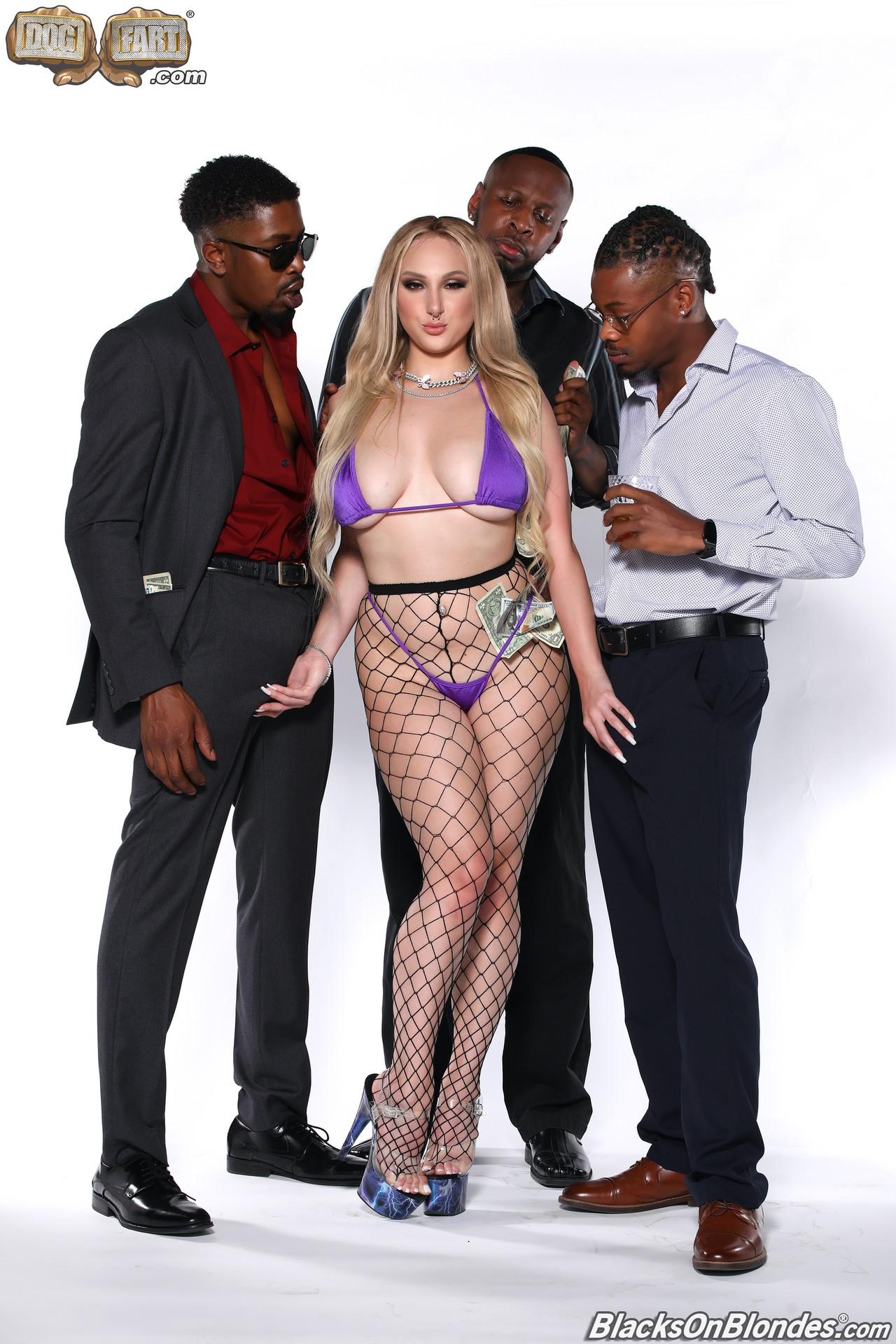 Skylar Vox Blacks On Blondes 01