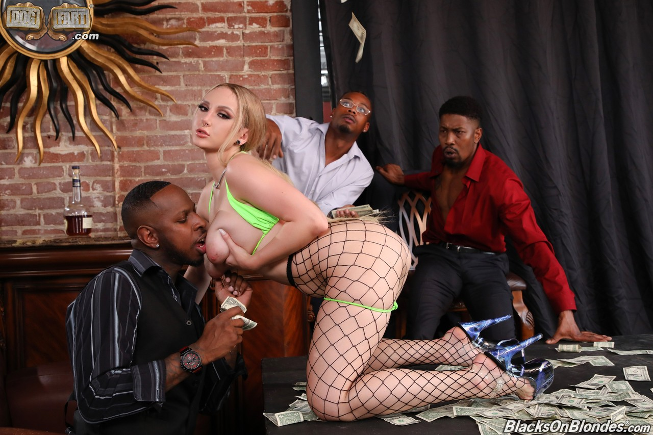 Skylar Vox Blacks On Blondes 03