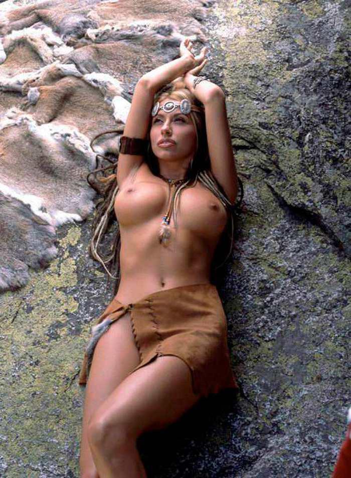 Susana Reche Posado Topless Striptease Artístico 3