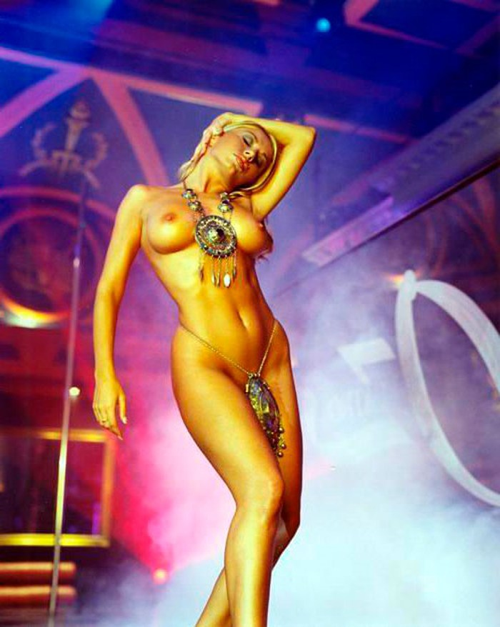 Susana Reche Posado Topless Striptease Artístico 6