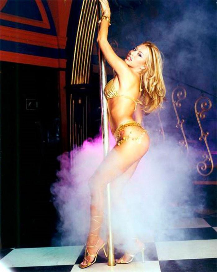 Susana Reche Posado Topless Striptease Artístico 8