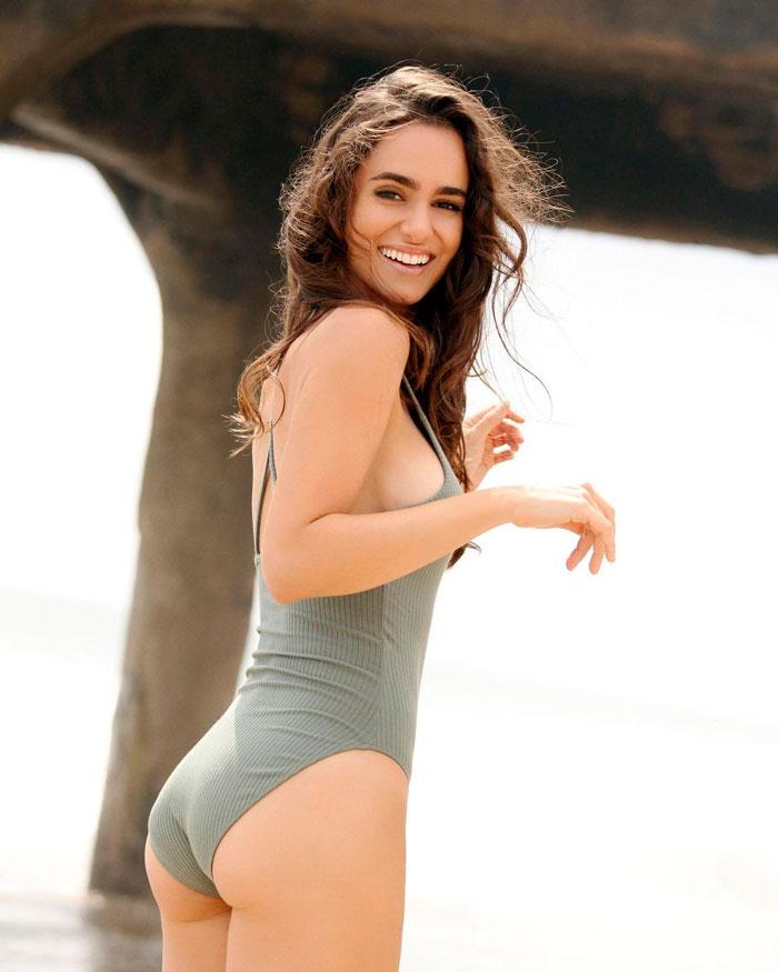 Alicia Sanz Posado Sexy Traje Baño 2