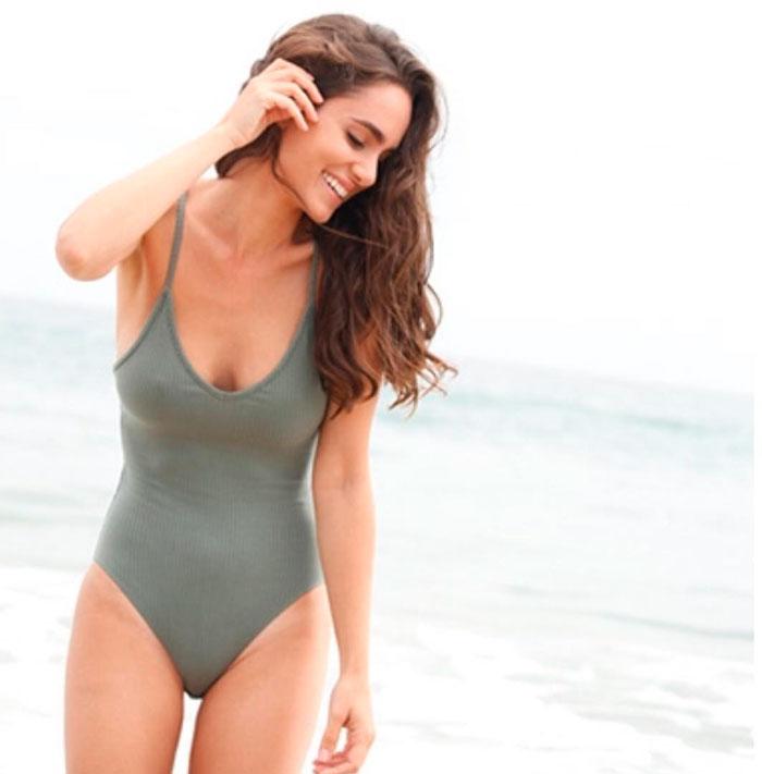 Alicia Sanz Posado Sexy Traje Baño 6