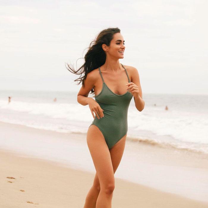 Alicia Sanz Posado Sexy Traje Baño